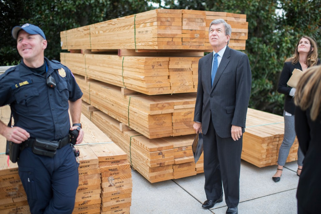 Blunt checks out the progress before a First Nail Ceremony in September that launched the construction of the inaugural platform on the West Front of the Capitol. (Tom Williams/CQ Roll Call file photo)