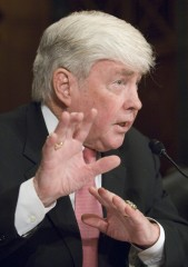 Kemp testifies at a Senate Finance Committee hearing in 2007. (CQ Roll Call File Photo)