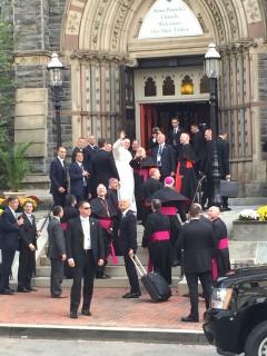 Francis waves to the crowd. (Alex Gangitano/CQ Roll Call)