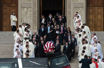 The casket of US Supreme Court Justice Antonin Scalia is carried out of the Basilica of the National Shrine of the Immaculate Conception after his funeral mass on February 20, 2016 in Washington, DC. Scalia died on February 13 at the age of 79. / AFP / Nicholas Kamm        (Photo credit should read NICHOLAS KAMM/AFP/Getty Images)