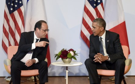 US President Barack Obama (R) and French President Francois Hollande take part in a bilateral meeting on the sidelines of the G7 Summit at the Schloss Elmau castle resort near Garmisch-Partenkirchen, in southern Germany on June 8, 2015.    AFP PHOTO / ALAIN JOCARD        (Photo credit should read ALAIN JOCARD/AFP/Getty Images)