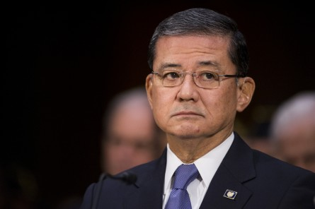 Shinseki 108 05015141 445x296 House, Senate Leaders Praise Shinseki, but Support Change at Top