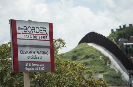 AZPOL14 086 080814 445x292 The Complexity of the U.S. Border Crisis, in 7 Photos