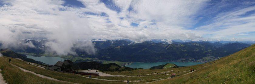 山頂景觀,前方為 Wongangsee,看似是左右兩個湖,但其實中間是相連的。
