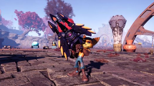 Ratchet wields the RYNO 8 in a screenshot from Ratchet & Clank: Rift Apart