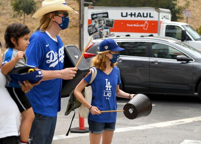 Dodgers fans line up outside Dodger Stadium to protest Astros cheating - True Blue LA