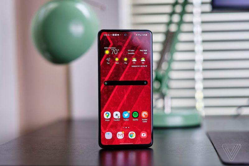 Il Samsung Galaxy A51 ha uno schermo enorme ed è per il resto un telefono abbastanza decente.