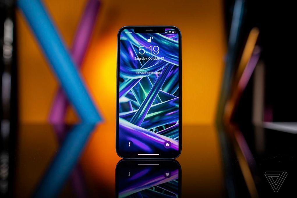 IPhone 12 trông rất tuyệt. Thiết kế mới tạo cảm giác vừa hiện đại vừa cổ điển.