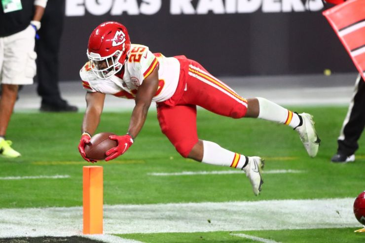 Clyde Edwards-Helaire, Le'Veon Bell Fantasy football start/sit advice: What to do with Chiefs RBs in Week 12 - DraftKings Nation