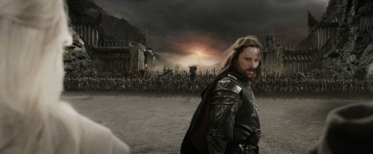 Lord of the Rings: Aragorn looks back at Gandalf, Legolas and the troops before fighting Sauron