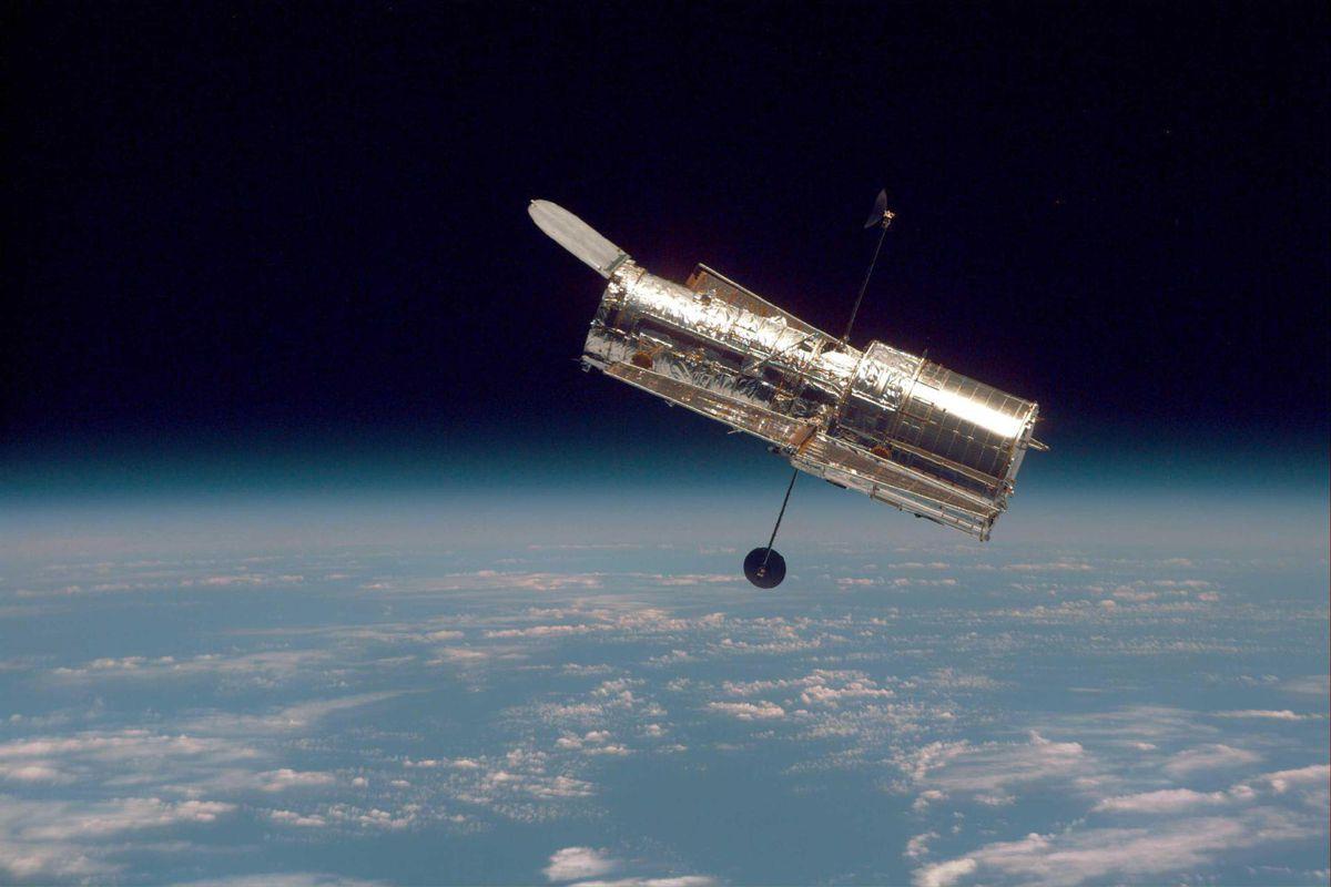 Hasil gambar untuk hubble space telescope