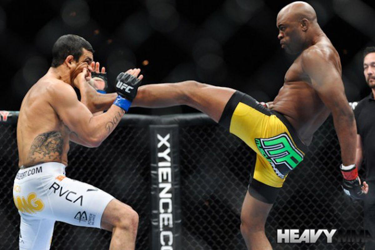 Anderson Silva Vs Belfort Pic Kick Face