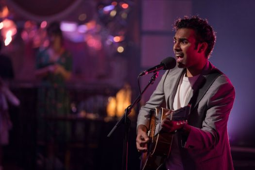 Himesh Patel sings with a guitar in Yesterday