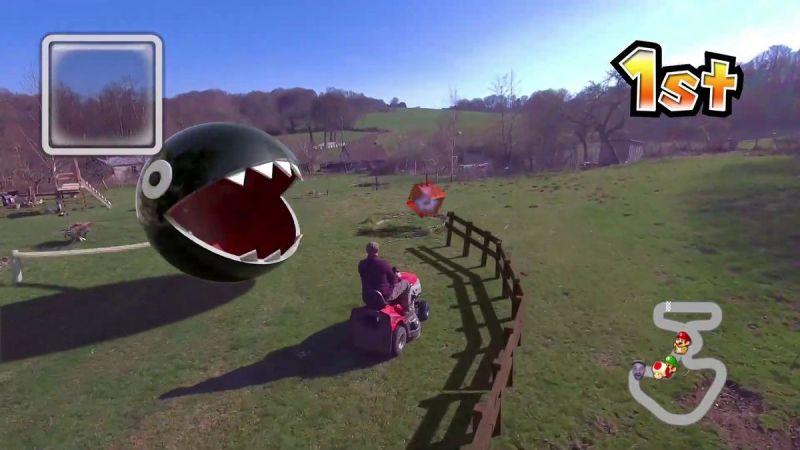 Mario Kart nella vita reale grazie al CG e a un drone che vola da solo: un morso di catena sembra attaccare questo tosaerba.