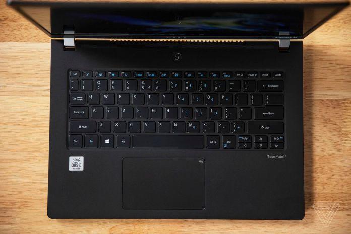 O teclado e touchpad Acer Travelmate P6 vistos de cima.