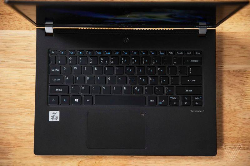 La tastiera e il touchpad Acer Travelmate P6 visti dall'alto.