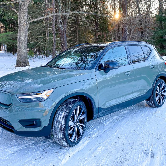 Driving The Xc40 Recharge Volvo S First Electric Crossover With Native Android Auto The Verge