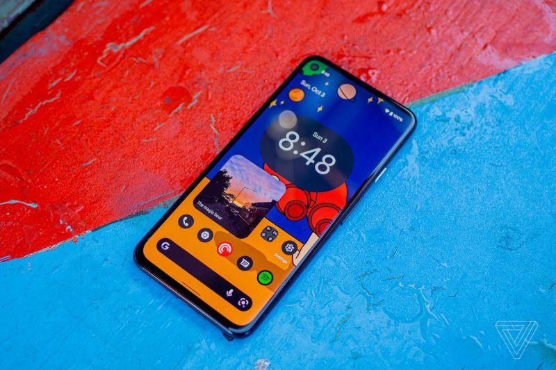 Android 12 beta in esecuzione su un Pixel 4A 5G