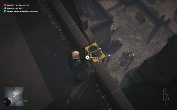 a Hitman 3 screenshot showing a button prompt to break the lock on a shortcut ladder in Dartmoor