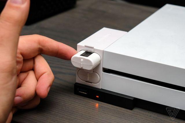 شاحن بطارية جهاز تحكم Xbox One من Insignia