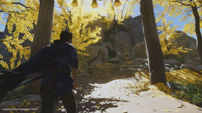 A samurai walks up to the stairs to a temple in Ghost of Tsushima