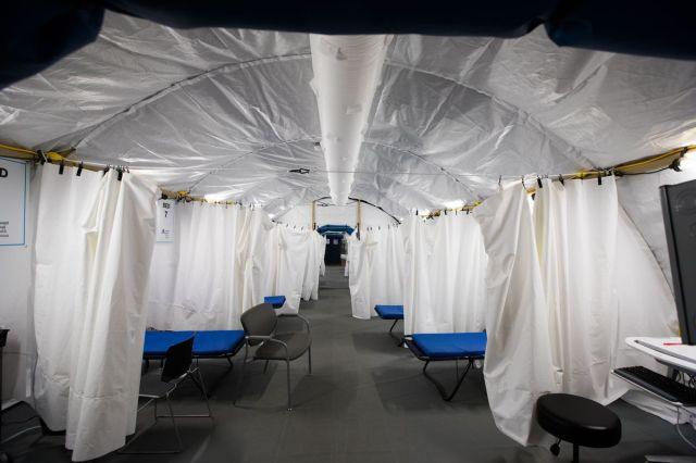 خيمة الفرز التي أقيمت في مستشفى لونغ آيلاند أثناء الوباء