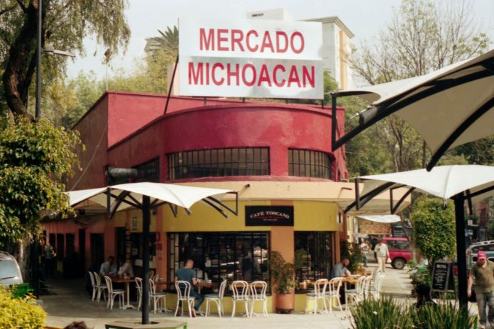 The well-preserved exterior of Mercado Michoacan