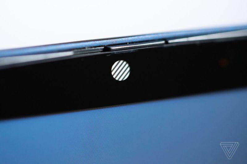 La webcam e l'otturatore per la privacy di HP Elite Dragonfly.
