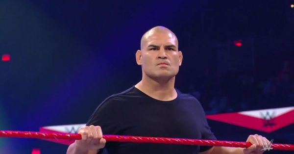 Cain Velasquez shows up on Raw and the live crowd goes mild