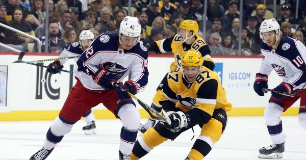 WATCH: Sidney Crosby and Pierre-Luc Dubois drop the gloves