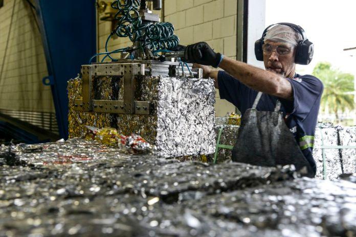 Brasil - Meio Ambiente - Reciclagem de Alumínio