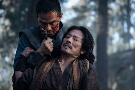 JOE TASLIM as Sub-Zero/Bi-Han and HIROYUKI SANADA as Scorpion/Hanzo Hasashi in Mortal Kombat (2021)