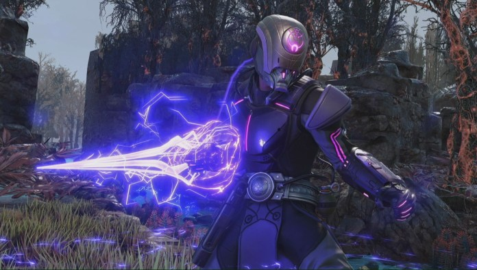 XCOM 2: War of the Chosen - a Templar unit powers up his energy sword for a melee attack