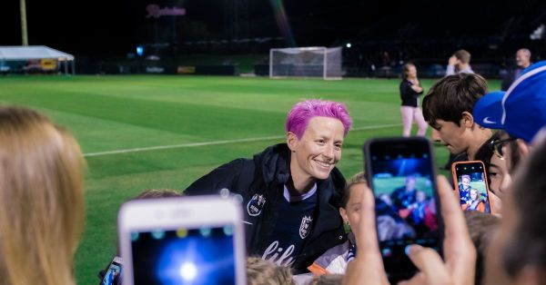 No, Megan Rapinoe is not looking to move to Barcelona