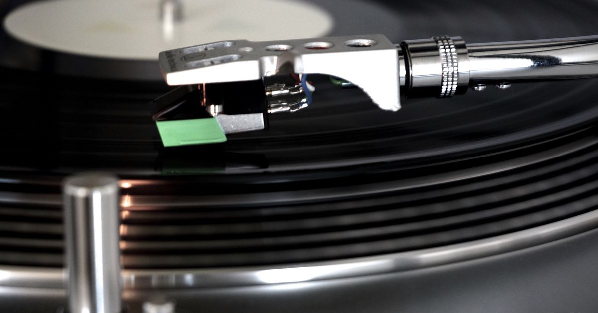 Here's how the Internet Archive digitizes 78rpm records