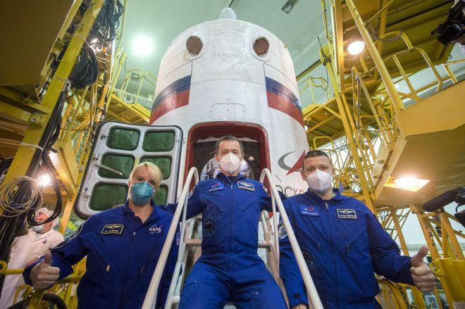 NHQ202010070005_large.0 NASA astronaut set to launch on Russian rocket as US transitions to private spacecraft   The Verge