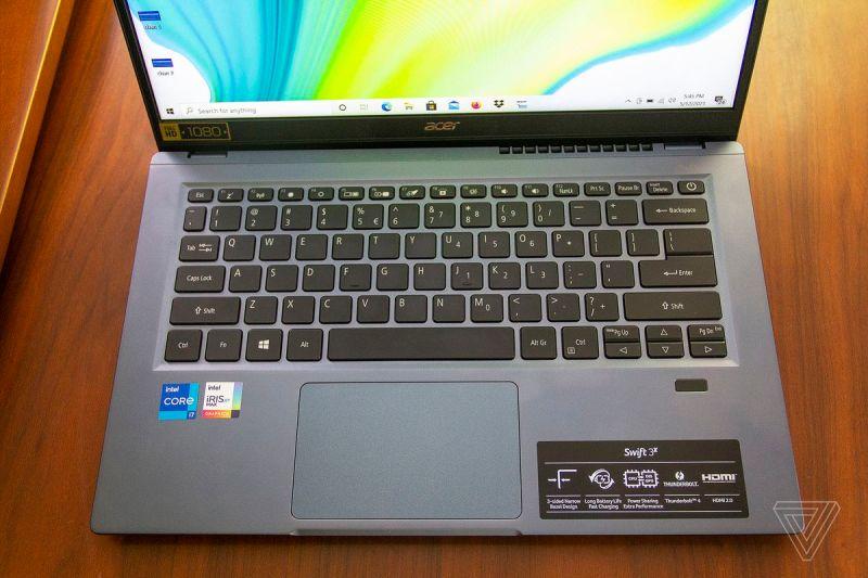 La tastiera Acer Swift 3X vista dall'alto.