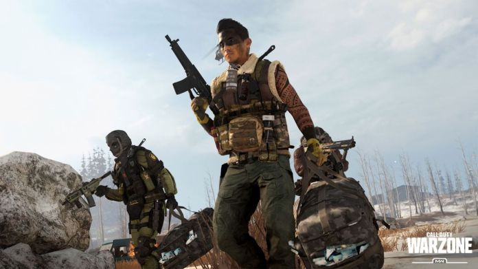 Three soldiers carry bags of cash in a screenshot from Call of Duty: Warzone