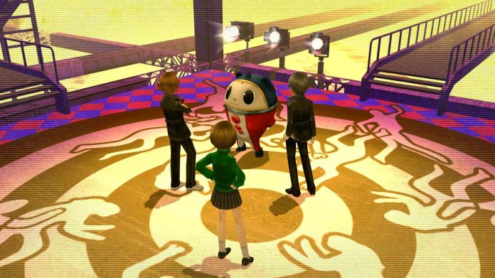 Teddie, Chie, Yosuke and the protagonist talk at the entrance to the TV world.
