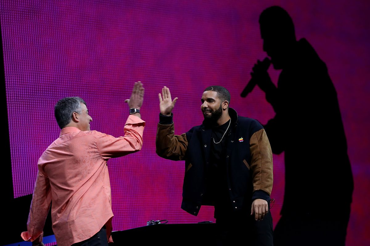 Apple paid to make Drake s  Hotline Bling  music video   The Verge Justin Sullivan Getty Images