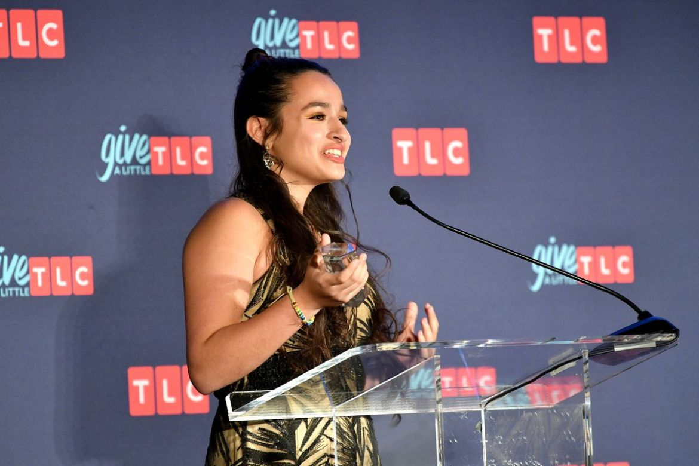 El adolescente abiertamente trans Jazz Jennings de TLC I Am Jazz habla en el escenario durante los premios Give A Little de TLC en la ciudad de Nueva York el 20 de septiembre de 2018.  Dia Dipasupil / Getty Images para TLC
