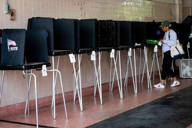 1207591714.jpg.0 How to vote in your primary election while you stay indoors | The Verge