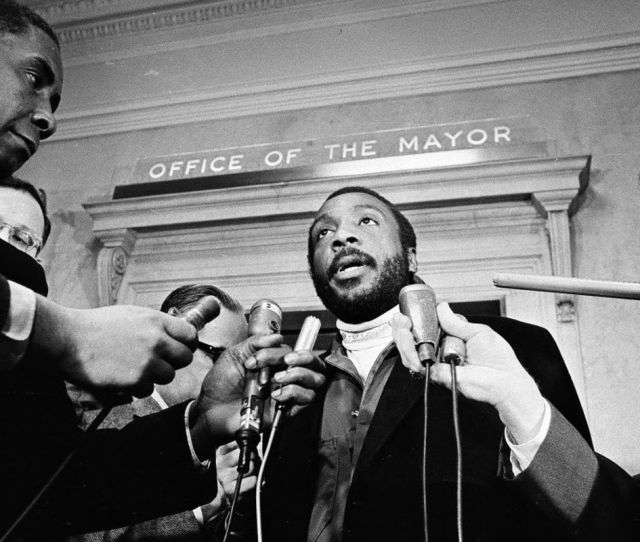 Dick Gregory Outside Mayor Richard J Daleys Office On Jan 2 1968 Sun Times Negative Collection
