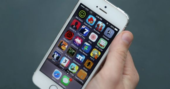 Apple paid millions after iPhone repair techs posted a customer's nude photos to Facebook