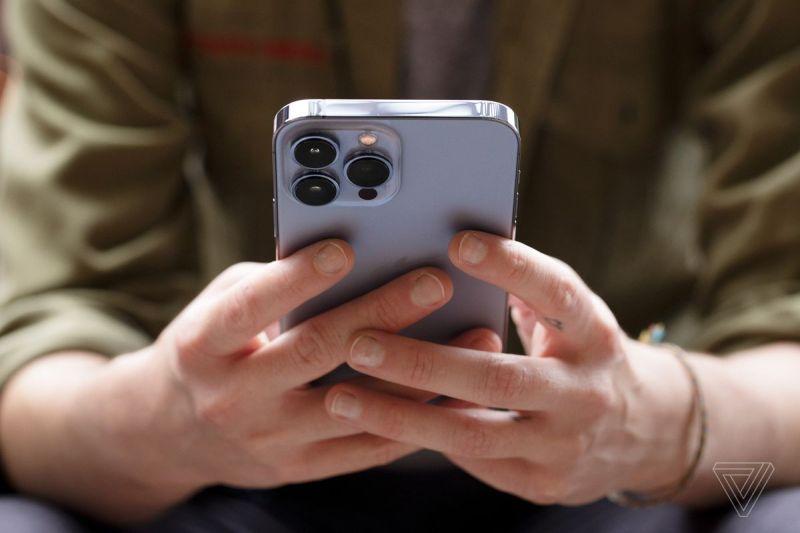 La batteria dell'iPhone 13 Pro Max dura molto, molto a lungo.  Il tempo di attivazione dello schermo può cancellare 10 ore.