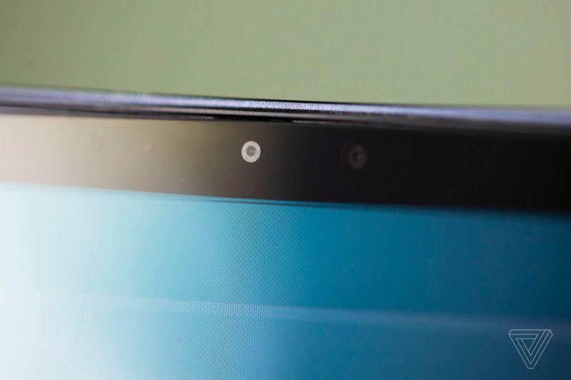 La webcam del Samsung Galaxy Book Pro 360 vista da vicino.