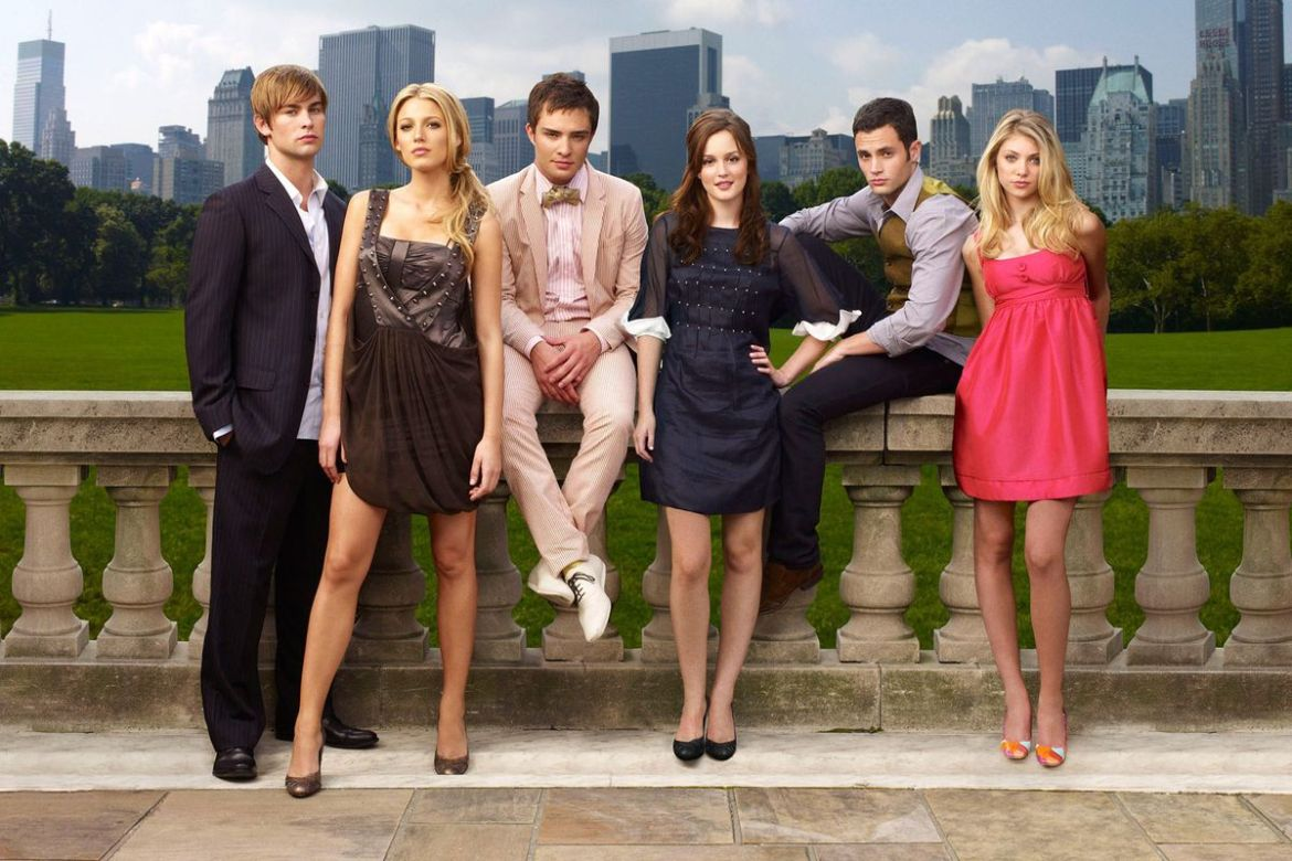 The cast of Gossip Girl's early CW seasons gathered in front of Central Park