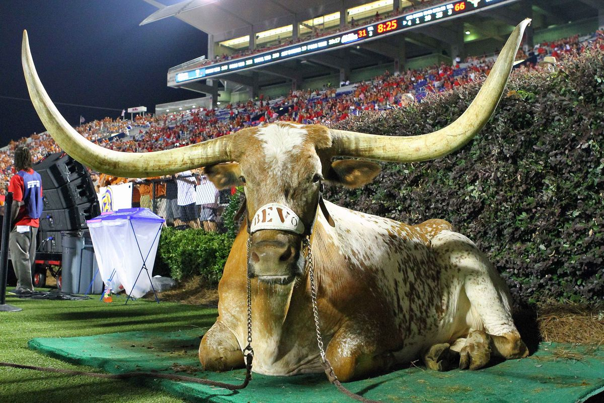 Bevo Over The Grove No 14 Texas Tramples Ole Miss