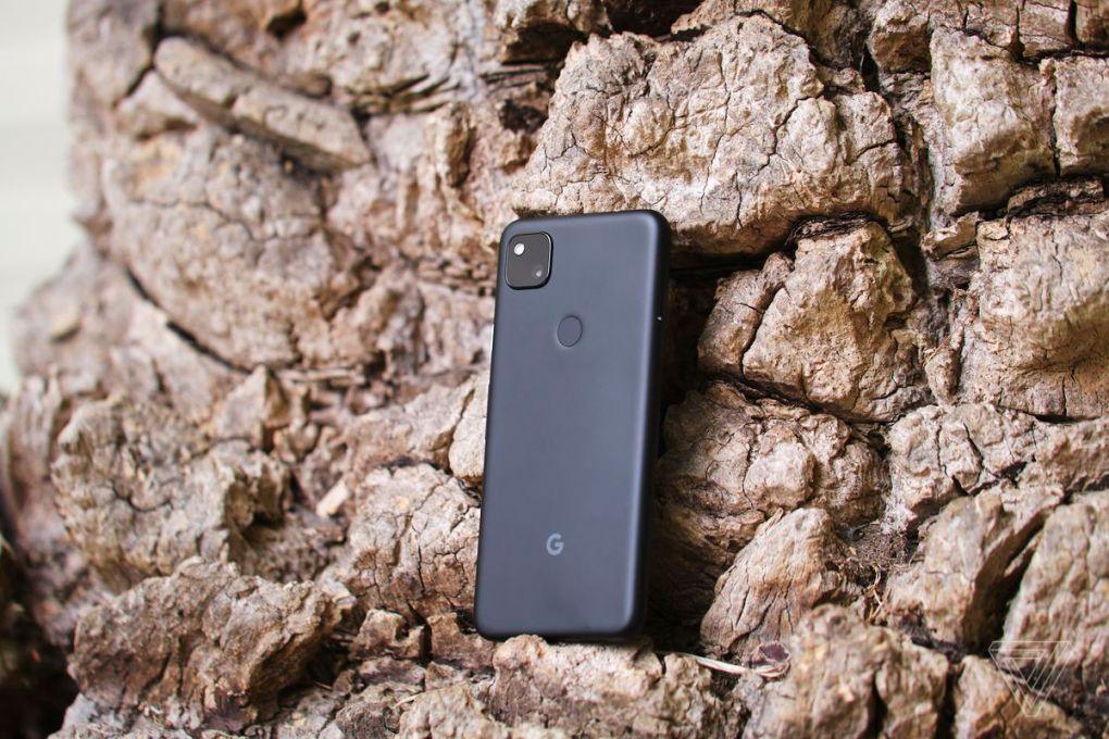 Google Pixel 4A có cảm biến vân tay gắn phía sau.