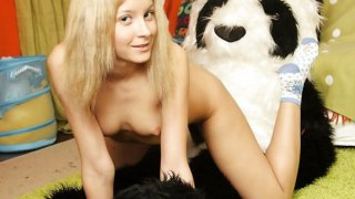Nude teen girl wants_strap on sex with bear thumb